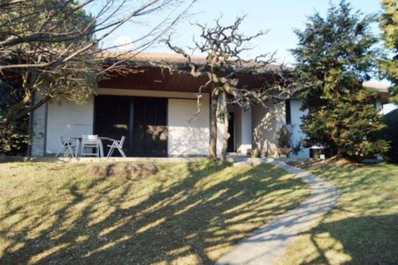 Villa in vendita a Sesto Calende, 4 locali, prezzo € 370.000 | Cambio Casa.it