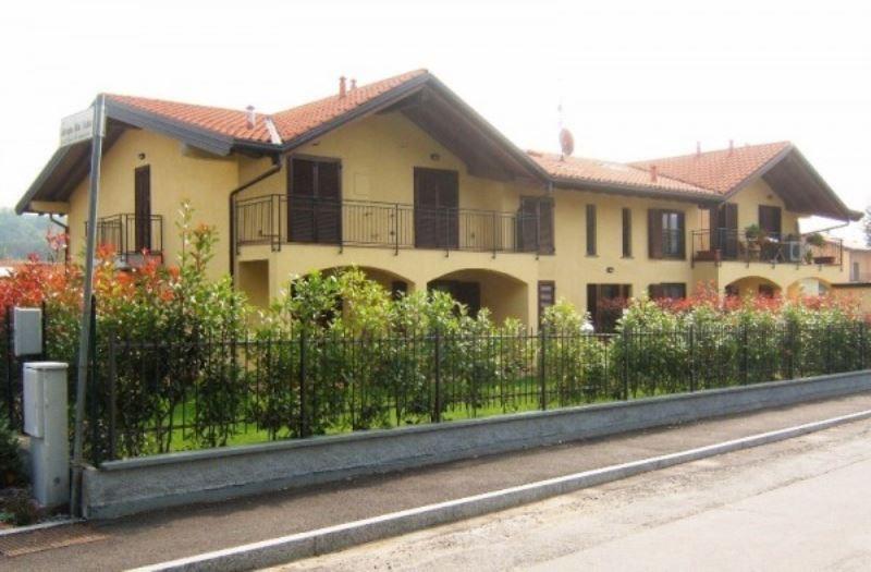 Appartamento in affitto a Travedona-Monate, 3 locali, prezzo € 650   CambioCasa.it