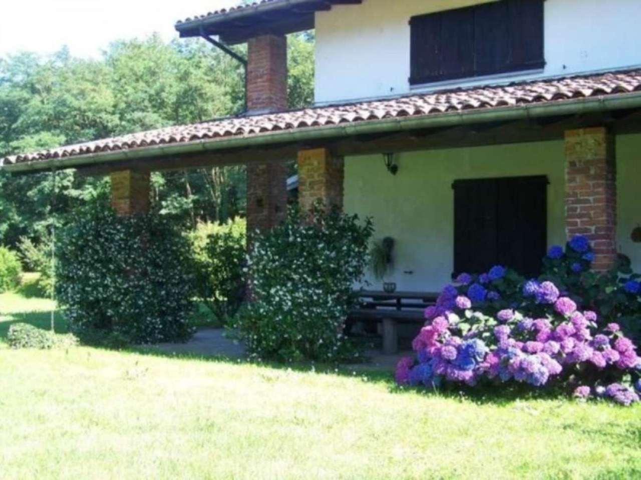 Villa in Vendita a Pombia