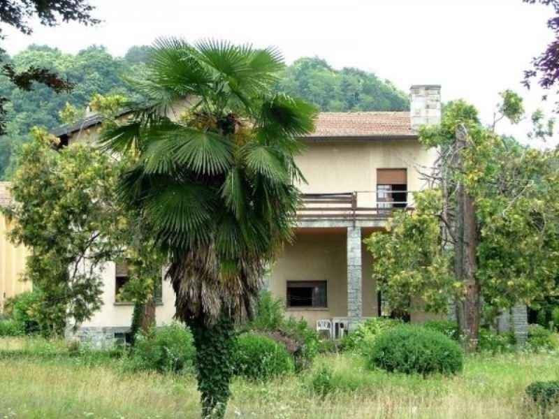Villa in vendita a Sesto Calende, 6 locali, prezzo € 200.000 | Cambio Casa.it
