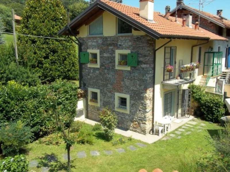 Rustico / Casale in vendita a Angera, 3 locali, prezzo € 235.000 | CambioCasa.it