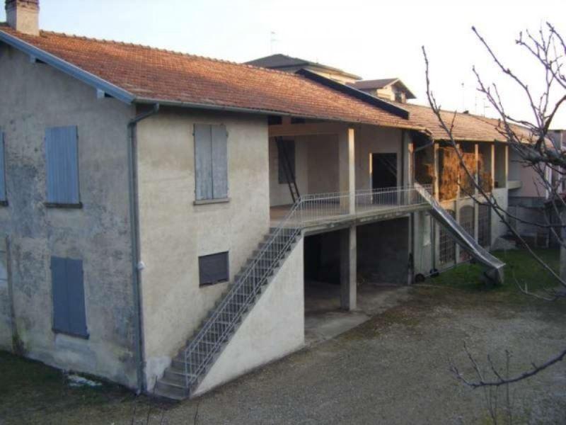 Villa in vendita a Besozzo, 6 locali, prezzo € 280.000 | Cambio Casa.it