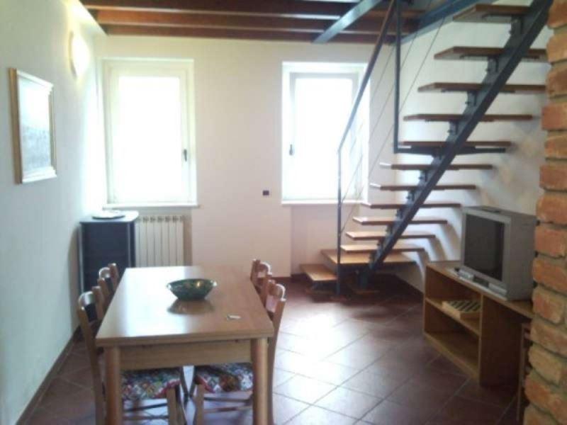 Appartamento in affitto a Angera, 3 locali, prezzo € 550 | CambioCasa.it