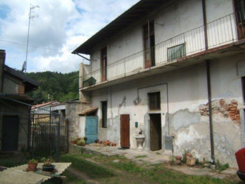 Rustico / Casale in vendita a Comabbio, 3 locali, prezzo € 38.000 | CambioCasa.it