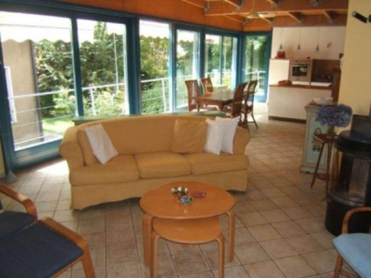 Villa in vendita a Sesto Calende, 4 locali, prezzo € 348.000 | CambioCasa.it
