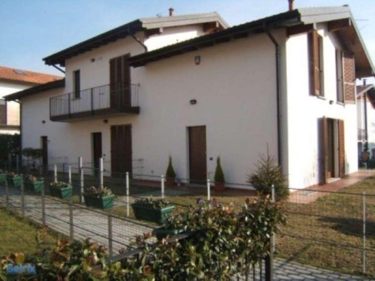 Villa in vendita a Sesto Calende, 4 locali, prezzo € 179.000   Cambio Casa.it