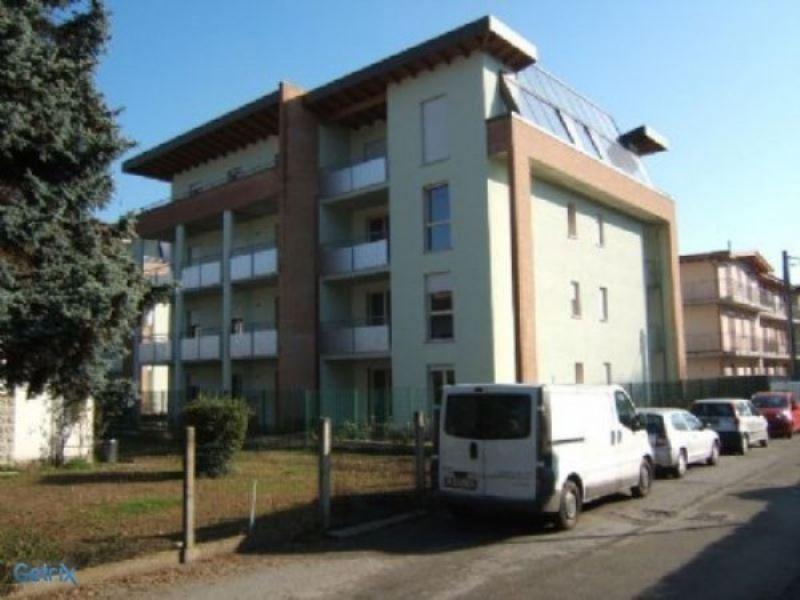 Appartamento in vendita a Sesto Calende, 2 locali, prezzo € 125.000 | Cambio Casa.it