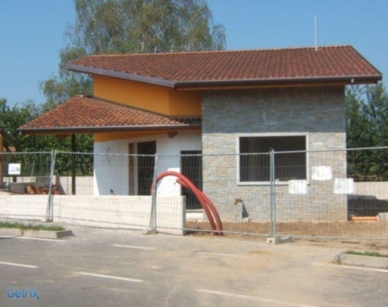 Villa in vendita a Somma Lombardo, 4 locali, prezzo € 350.000 | Cambio Casa.it