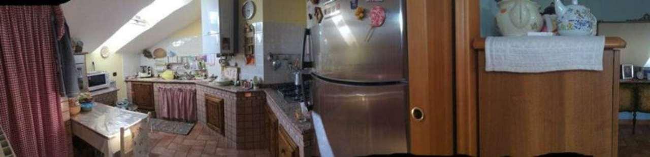 Appartamento in vendita a Sesto Calende, 3 locali, prezzo € 135.000 | CambioCasa.it