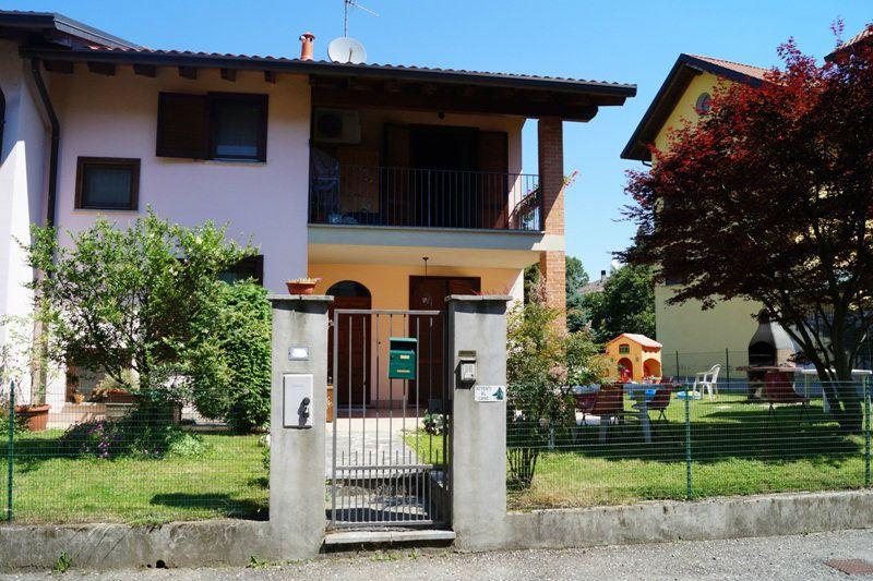 Villa Bifamiliare in Vendita a Osmate