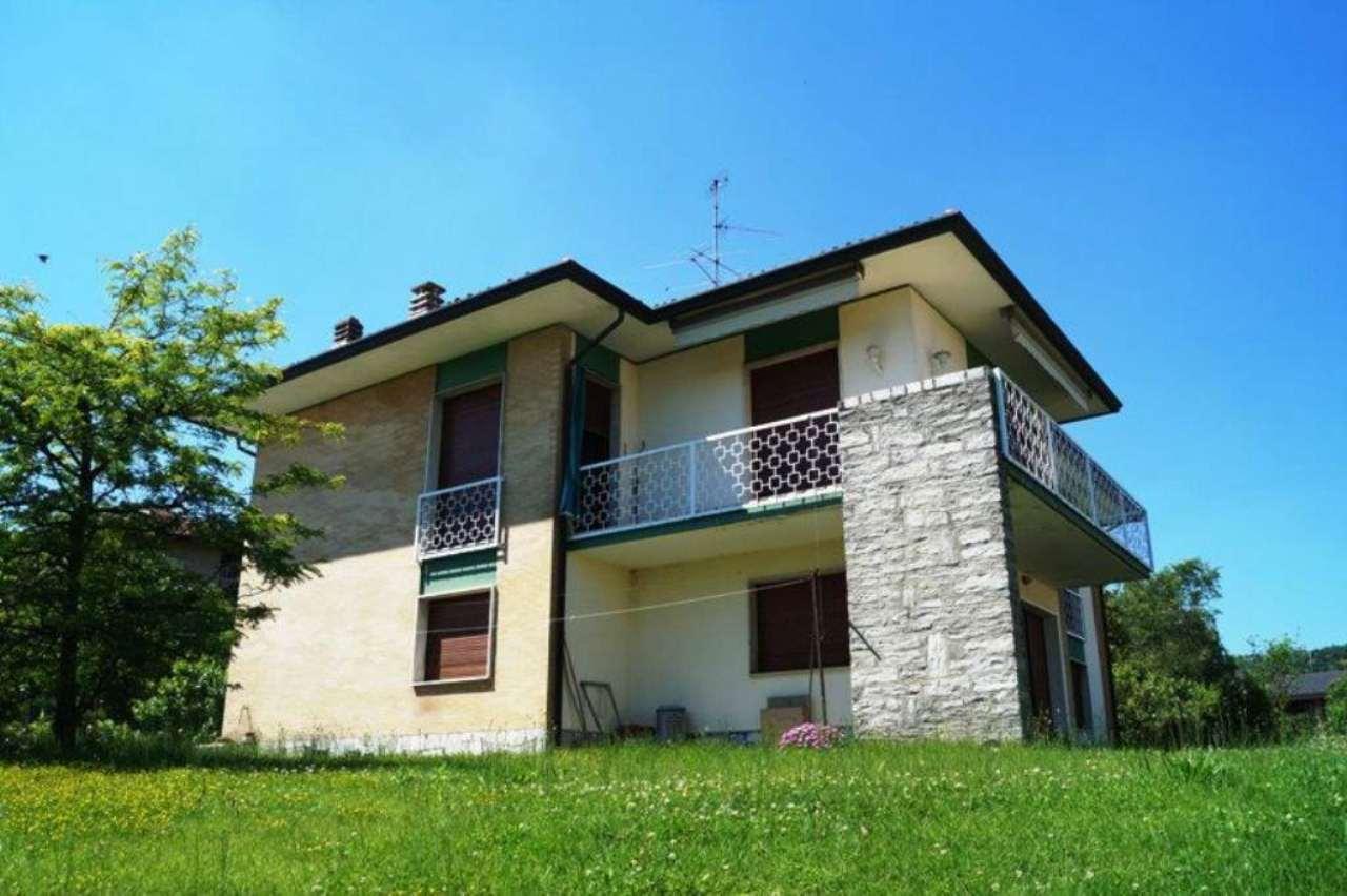 Villa in vendita a Mercallo, 6 locali, prezzo € 270.000 | Cambio Casa.it