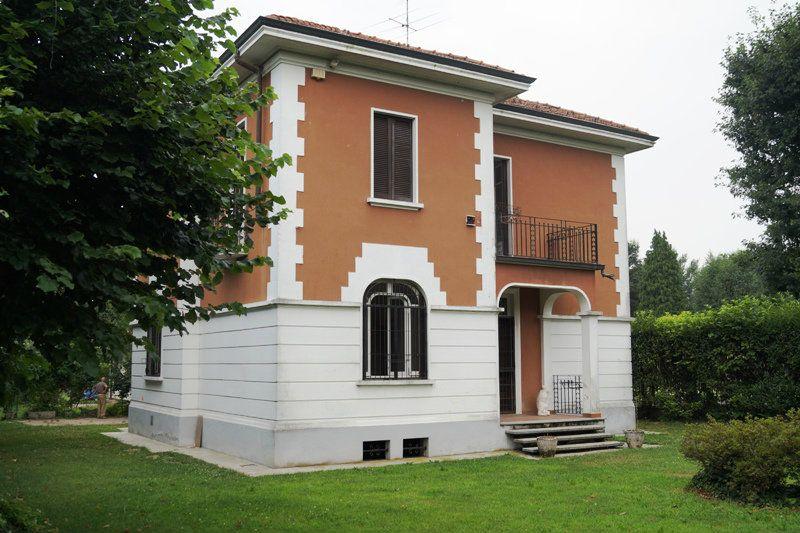 Villa in vendita a Sesto Calende, 4 locali, prezzo € 299.000   Cambio Casa.it