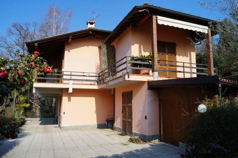 Villa in vendita a Vergiate, 4 locali, prezzo € 550.000 | CambioCasa.it