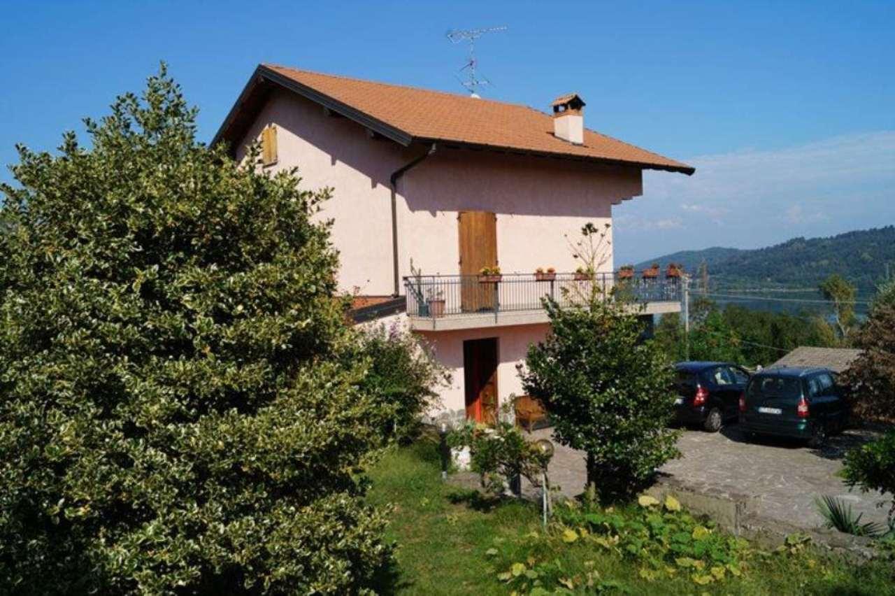 Villa in vendita a Mercallo, 5 locali, prezzo € 290.000 | Cambio Casa.it