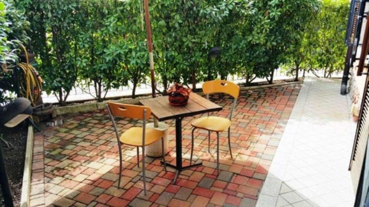 Appartamento in vendita a Angera, 2 locali, prezzo € 130.000 | Cambio Casa.it