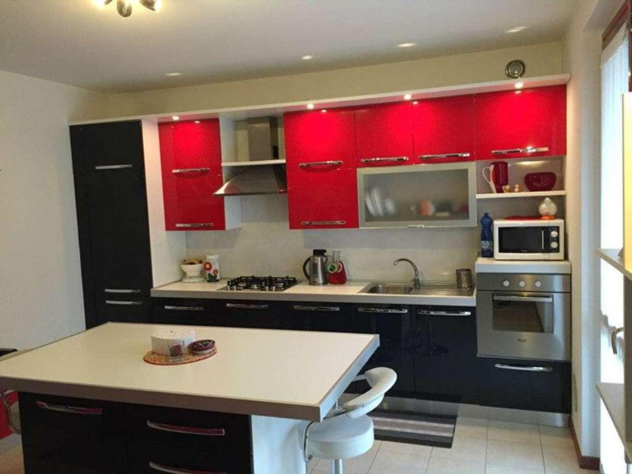 Appartamento in vendita a Sesto Calende, 2 locali, prezzo € 130.000 | Cambio Casa.it