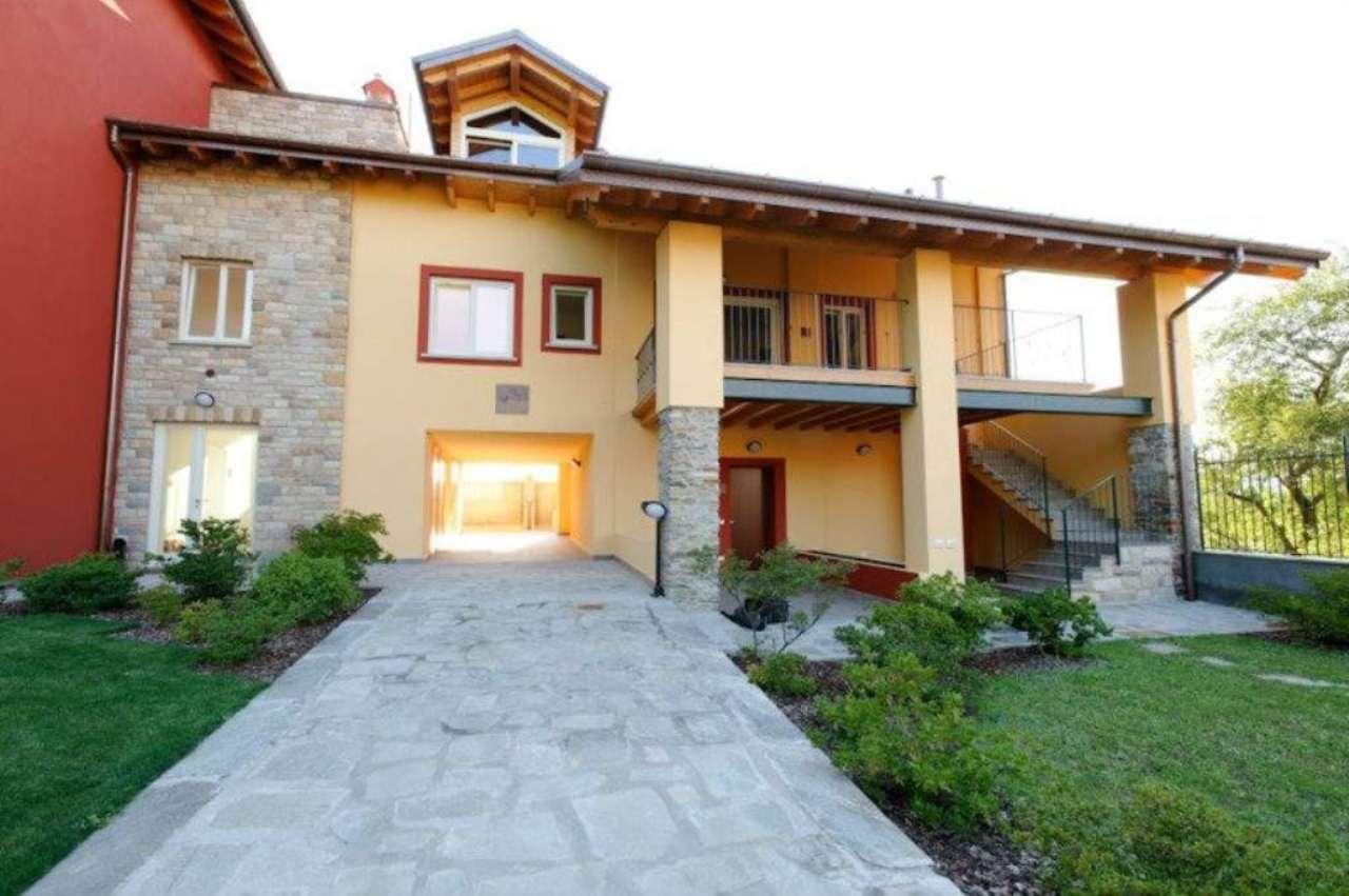 Appartamento in vendita a Angera, 3 locali, prezzo € 290.000 | Cambio Casa.it