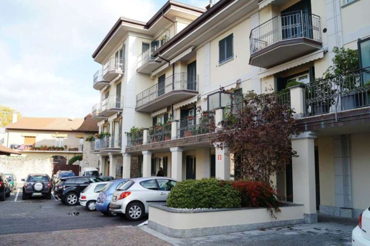 Appartamento in vendita a Angera, 3 locali, prezzo € 135.000 | Cambio Casa.it