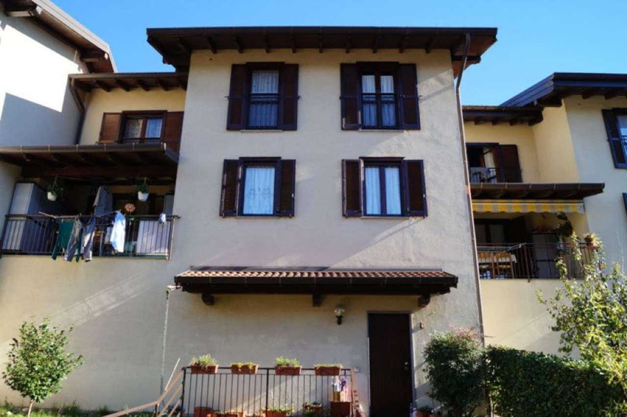 Villa a Schiera in Vendita a Ispra