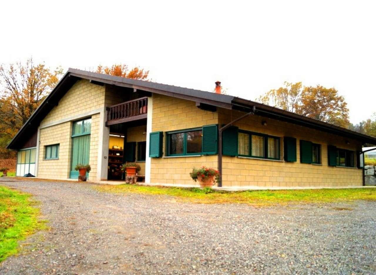 Villa in vendita a Leggiuno, 4 locali, prezzo € 395.000 | Cambio Casa.it