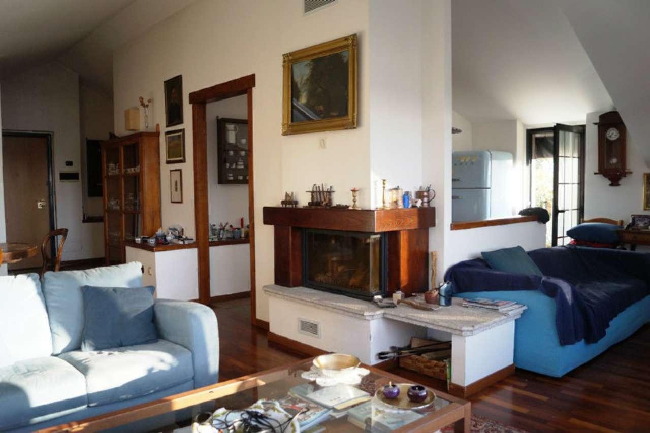 Appartamento in vendita a Sesto Calende, 4 locali, prezzo € 260.000 | CambioCasa.it