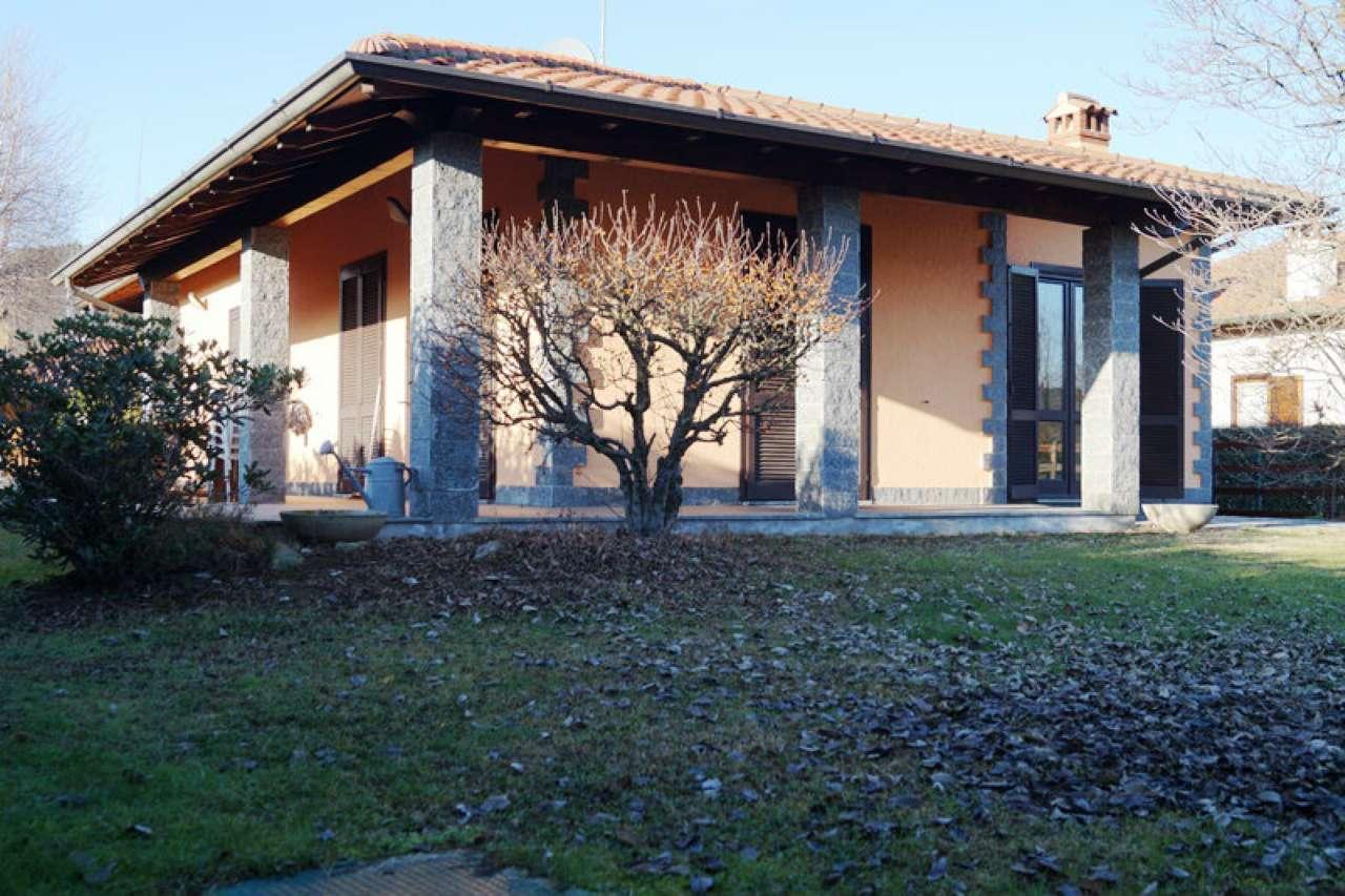 Villa in vendita a Mercallo, 4 locali, prezzo € 298.000 | Cambio Casa.it
