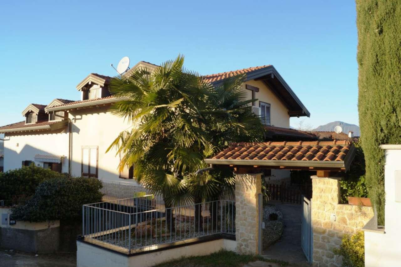 Villa in vendita a Malgesso, 6 locali, prezzo € 255.000 | Cambio Casa.it