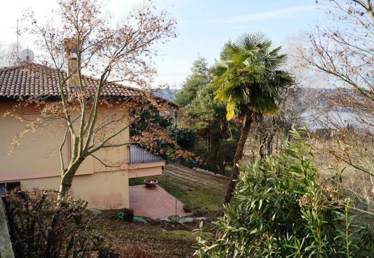 Villa in vendita a Sesto Calende, 3 locali, prezzo € 298.000 | Cambio Casa.it