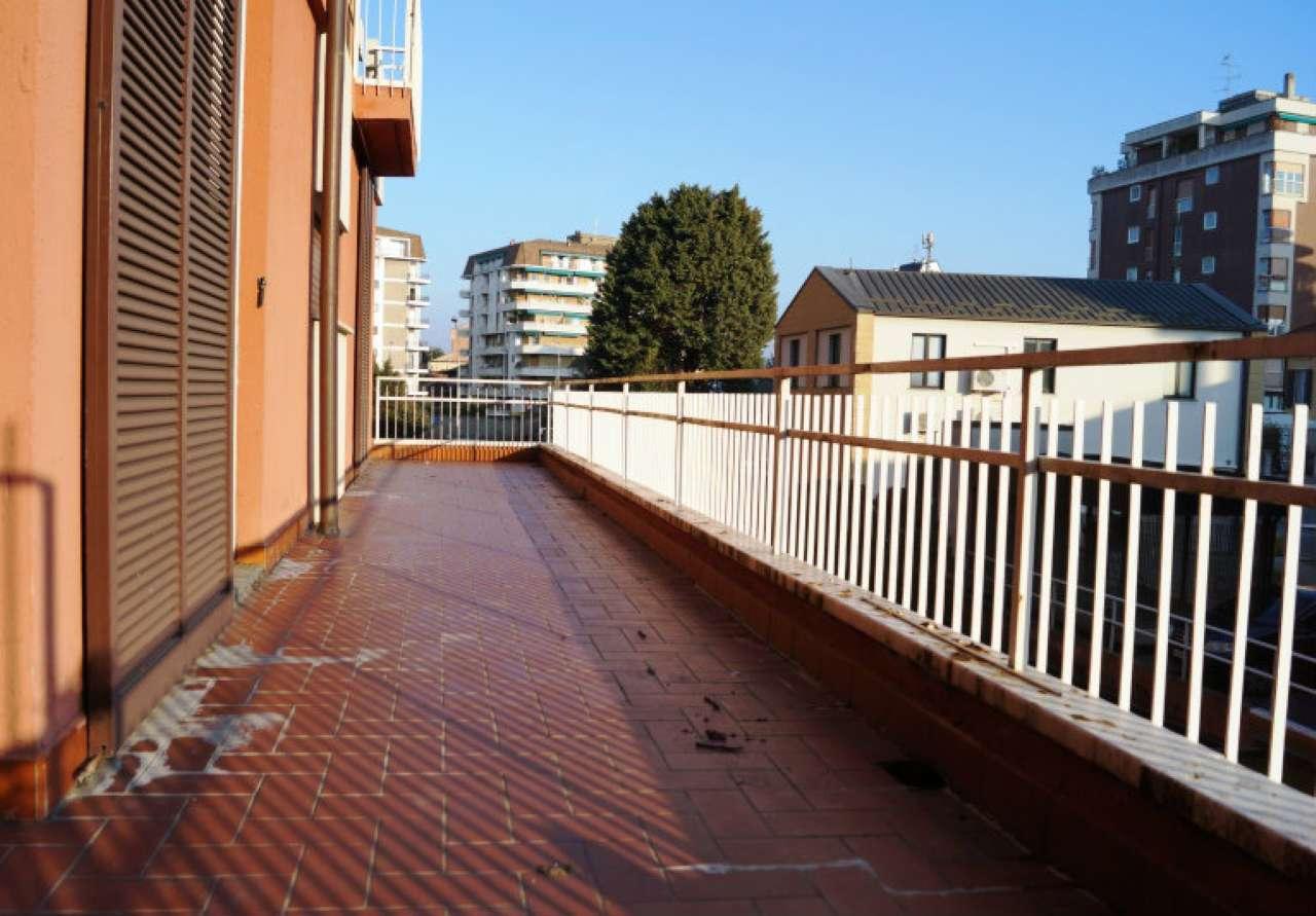 Appartamento in vendita a Sesto Calende, 3 locali, prezzo € 120.000 | Cambio Casa.it