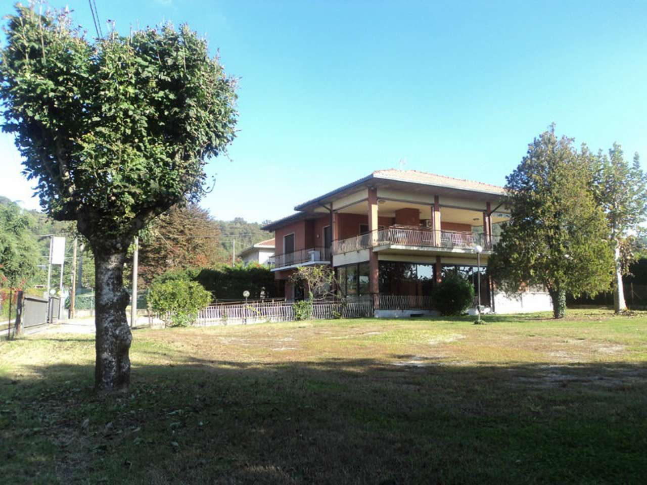 Villa in vendita a Sesto Calende, 5 locali, prezzo € 398.000 | CambioCasa.it