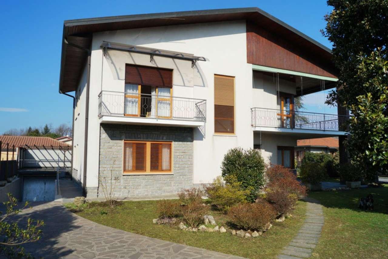 Soluzione Indipendente in vendita a Sesto Calende, 8 locali, prezzo € 298.000 | CambioCasa.it