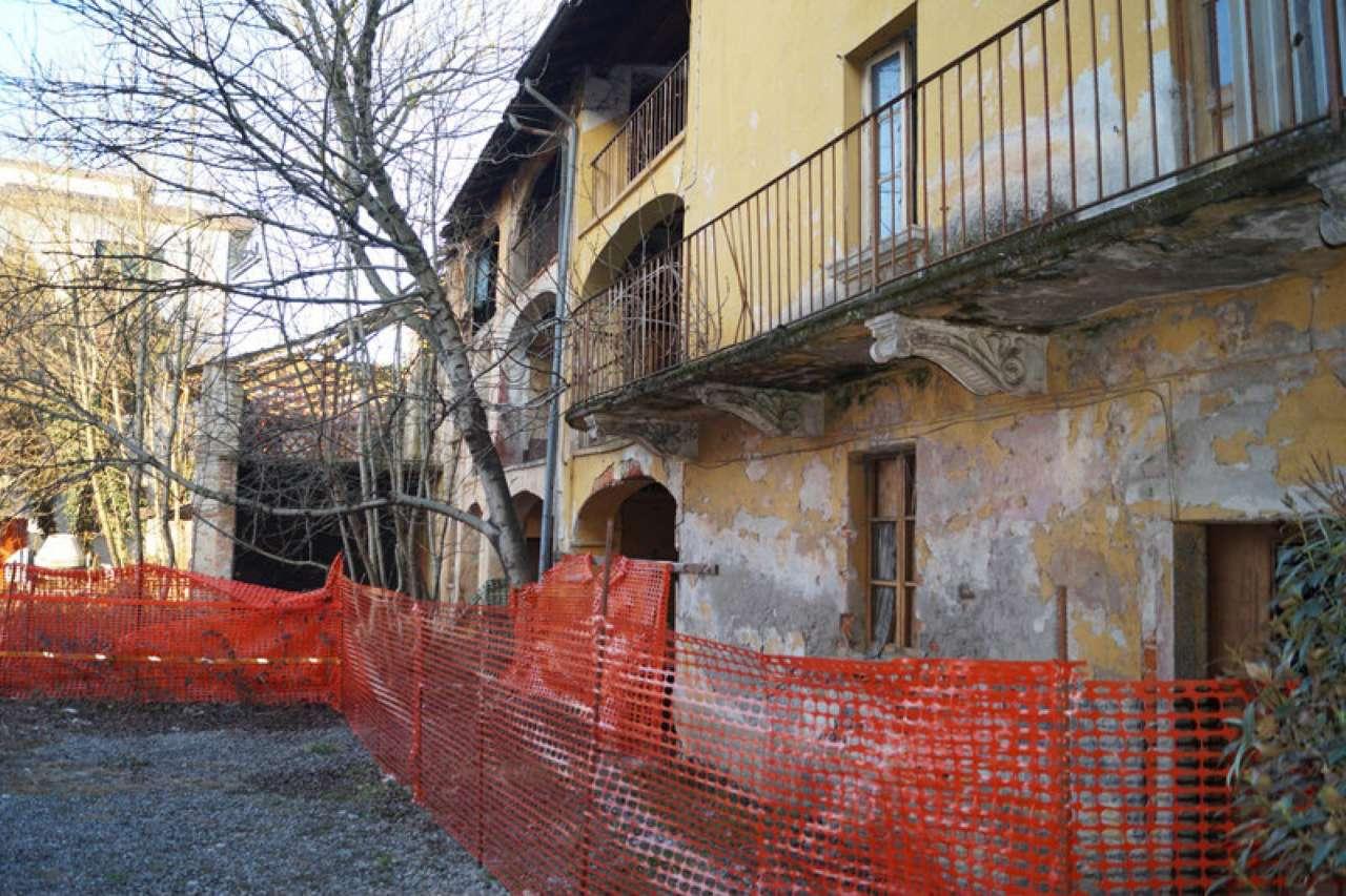 Soluzione Semindipendente in vendita a Brebbia, 10 locali, prezzo € 130.000 | Cambio Casa.it