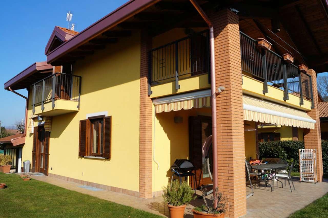 Villa in vendita a Vergiate, 4 locali, prezzo € 325.000 | Cambio Casa.it