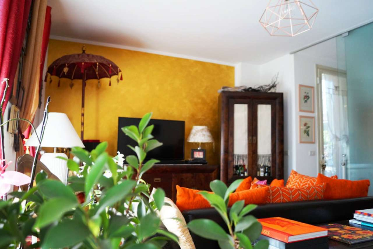 Appartamento in vendita a Sesto Calende, 3 locali, prezzo € 228.000 | Cambio Casa.it
