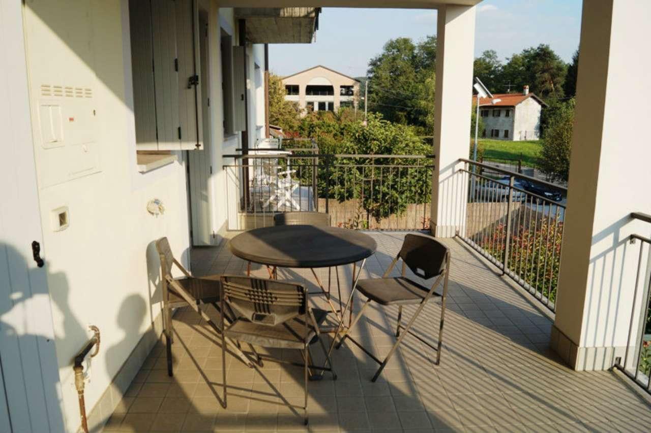 Appartamento in vendita a Sesto Calende, 2 locali, prezzo € 128.000 | Cambio Casa.it