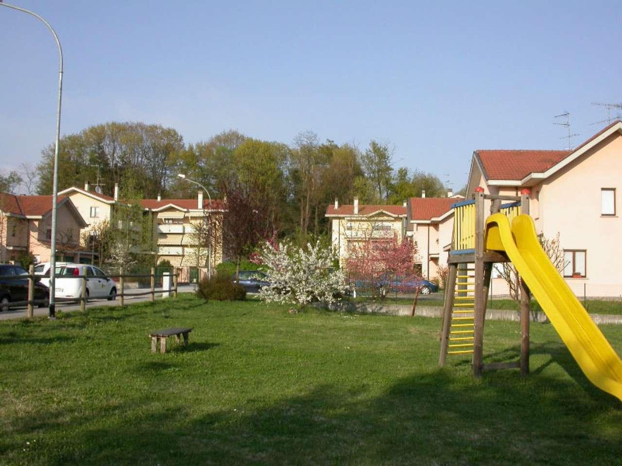 Appartamento in vendita a Sesto Calende, 3 locali, prezzo € 144.000 | Cambio Casa.it