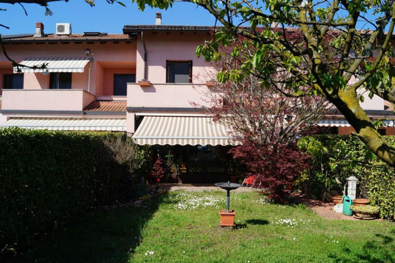 Villa a Schiera in Vendita a Angera
