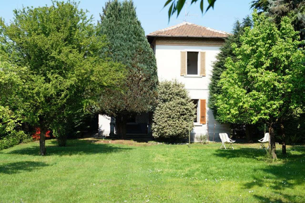 Villa in vendita a Sesto Calende, 6 locali, prezzo € 245.000 | CambioCasa.it