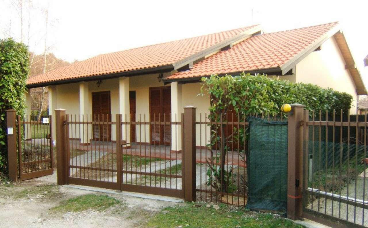 Villa in vendita a Vergiate, 4 locali, prezzo € 320.000 | CambioCasa.it