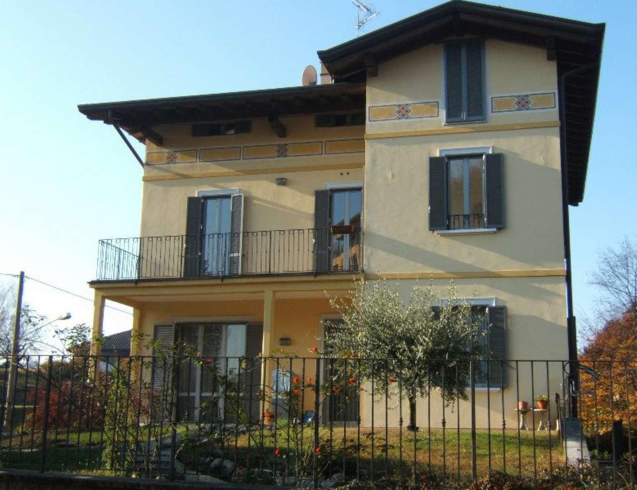 Appartamento in vendita a Sesto Calende, 3 locali, prezzo € 258.000 | CambioCasa.it