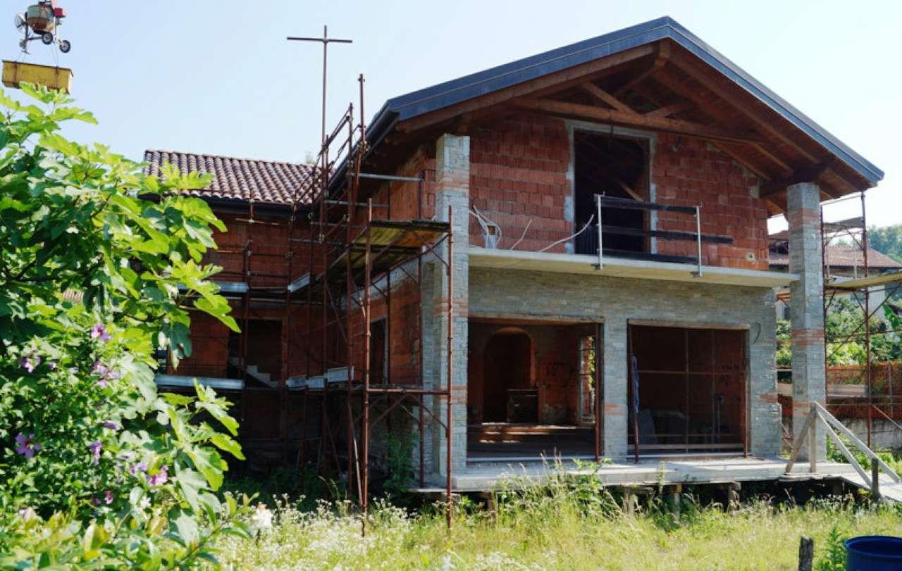Villa in vendita a Sesto Calende, 5 locali, Trattative riservate | CambioCasa.it