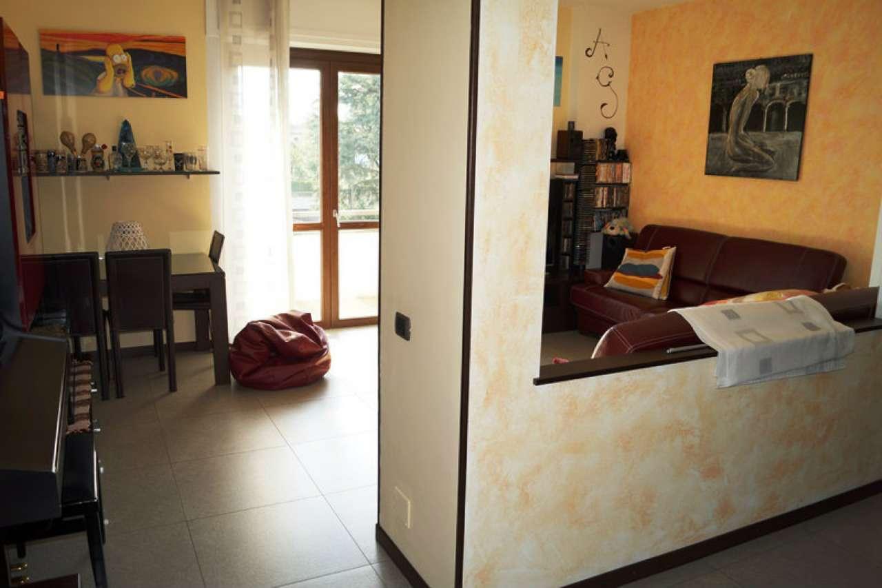 Appartamento in vendita a Sesto Calende, 3 locali, prezzo € 178.000 | CambioCasa.it