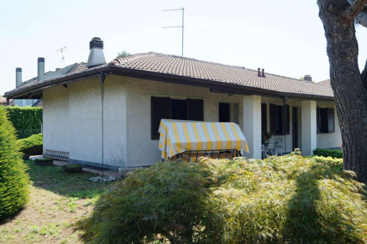 Villa in vendita a Sesto Calende, 4 locali, prezzo € 295.000 | Cambio Casa.it