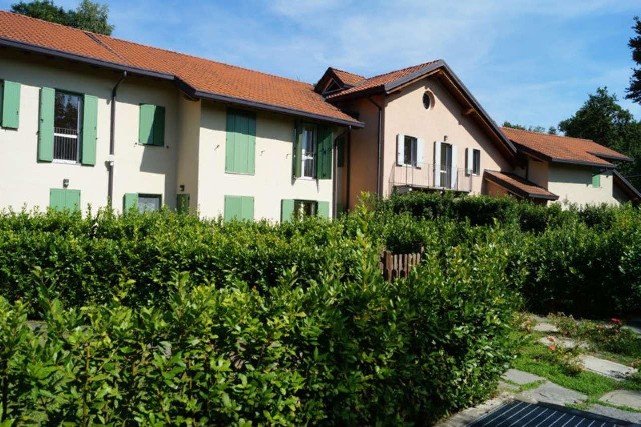 Villa in affitto a Ispra, 5 locali, prezzo € 1.000 | CambioCasa.it