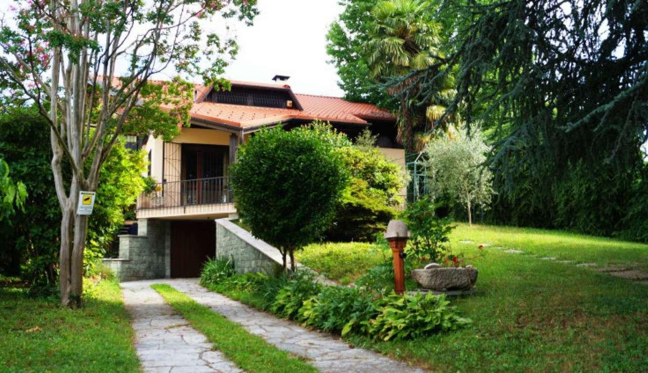Villa in vendita a Vergiate, 7 locali, prezzo € 360.000 | CambioCasa.it