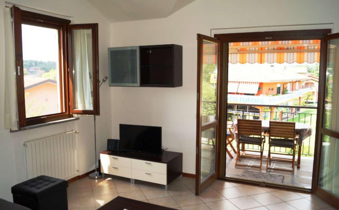 Appartamento in vendita a Ispra, 2 locali, prezzo € 110.000 | CambioCasa.it