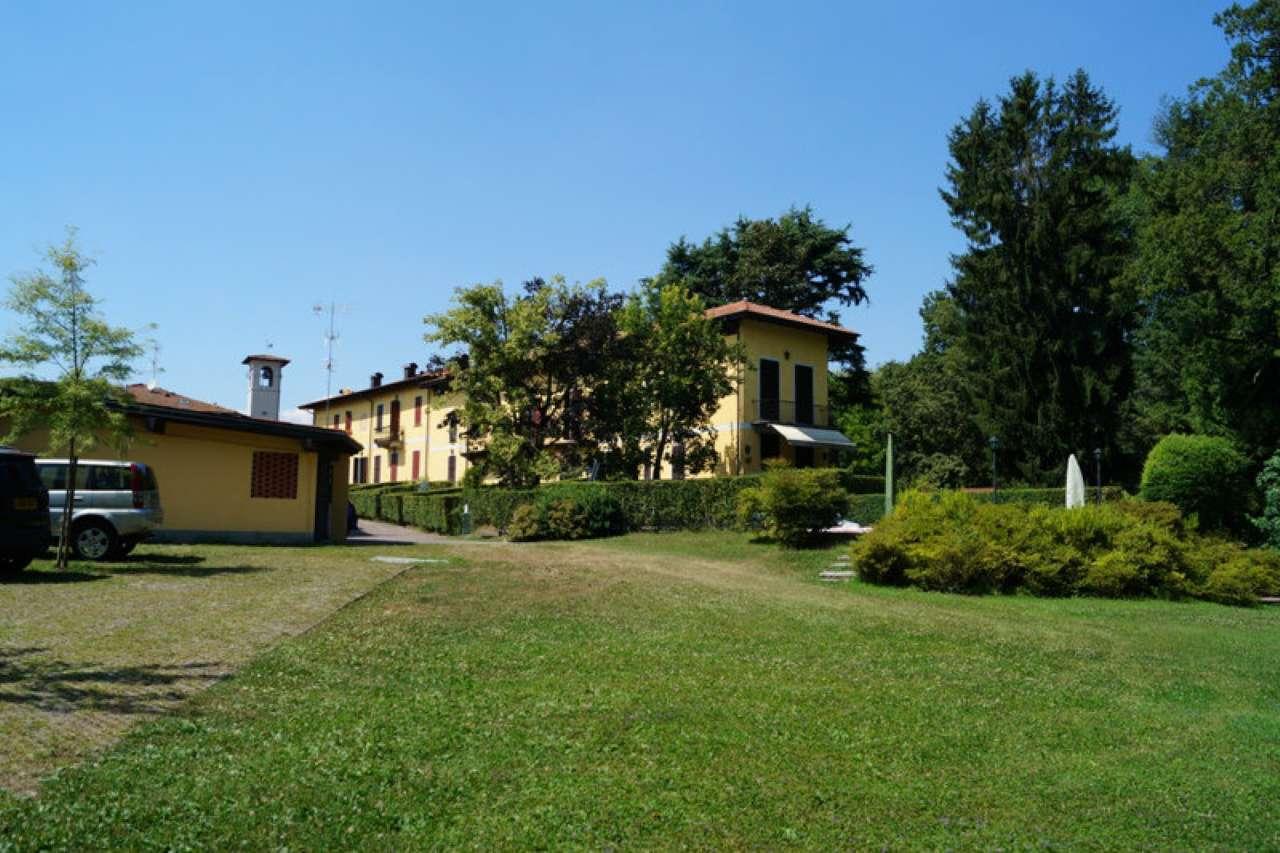 Villa in vendita a Sesto Calende, 4 locali, prezzo € 350.000 | CambioCasa.it