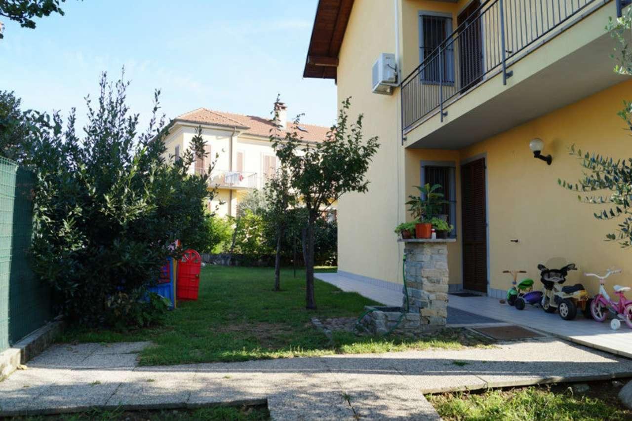 Villa Bifamiliare in Affitto a Sesto Calende