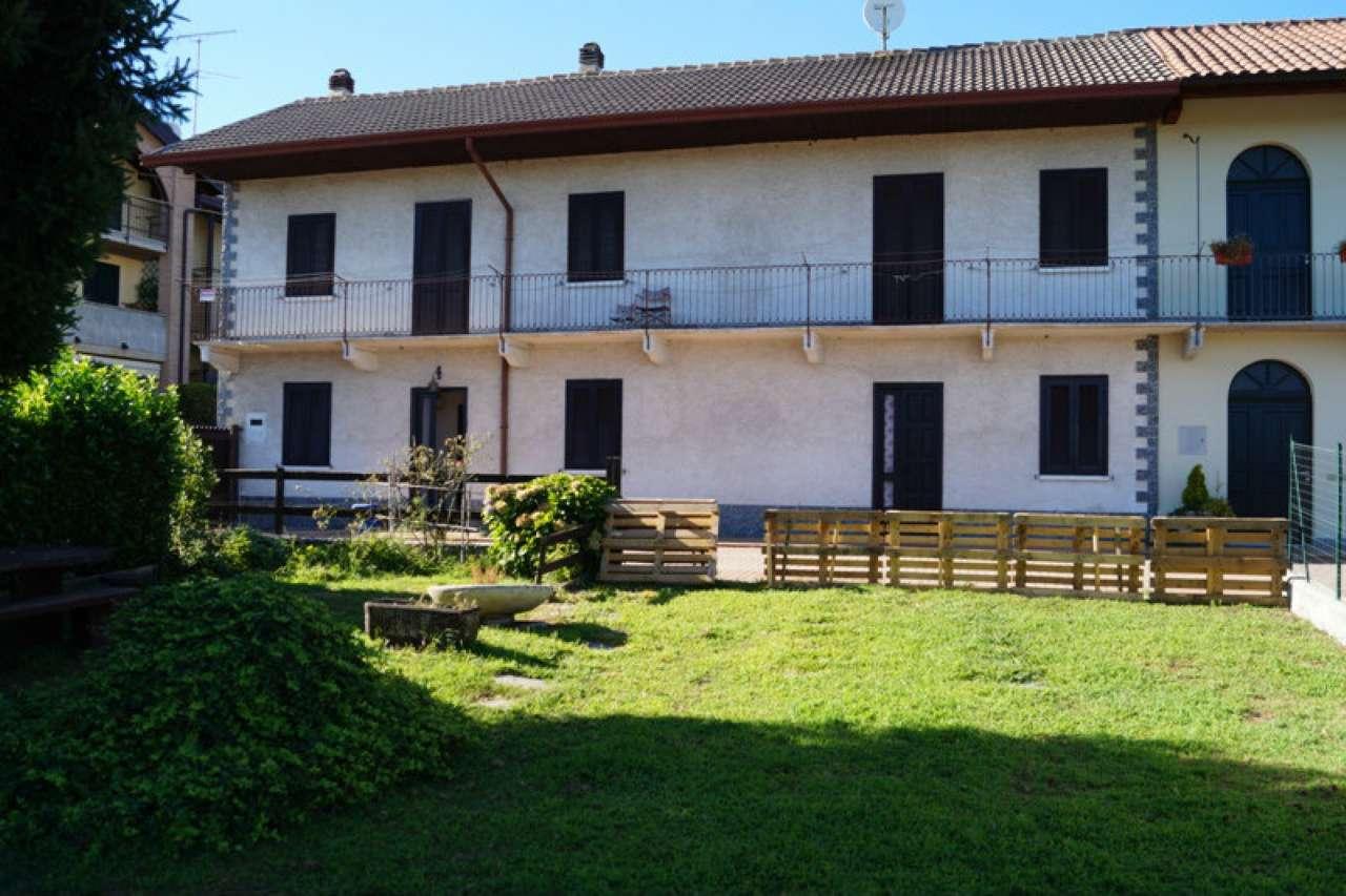 Villa in vendita a Sesto Calende, 4 locali, prezzo € 180.000 | CambioCasa.it