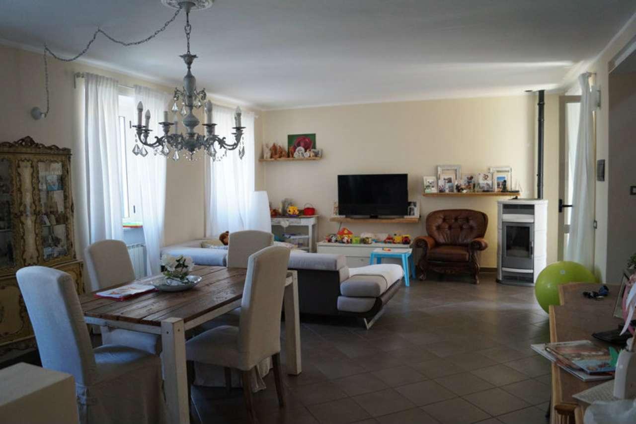 Soluzione Indipendente in vendita a Castelletto Sopra Ticino, 5 locali, prezzo € 149.000 | CambioCasa.it